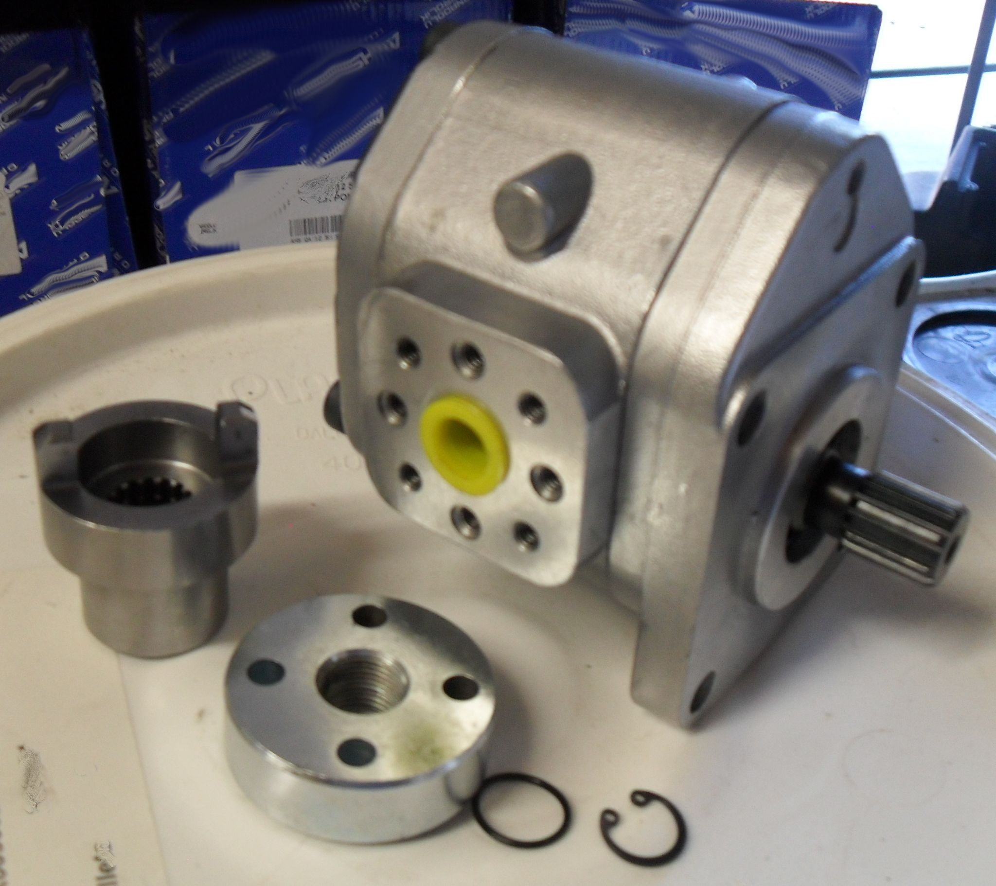 Hydraulic Pump for John Deere 850, 950, 1050, 11cc pump Repl: CH13990